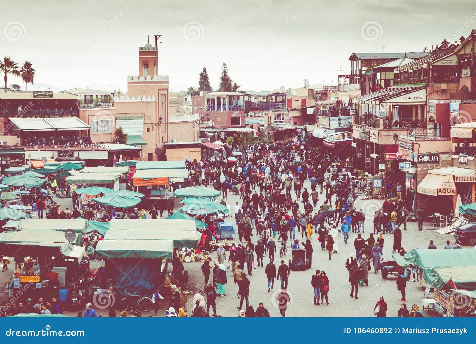 ΜΑΡΑΚΕΣ, ΜΑΡΟΚΟ - 17 ΔΕΚΕΜΒΡΊΟΥ 2017: Squa αγοράς EL Fna Jamaa