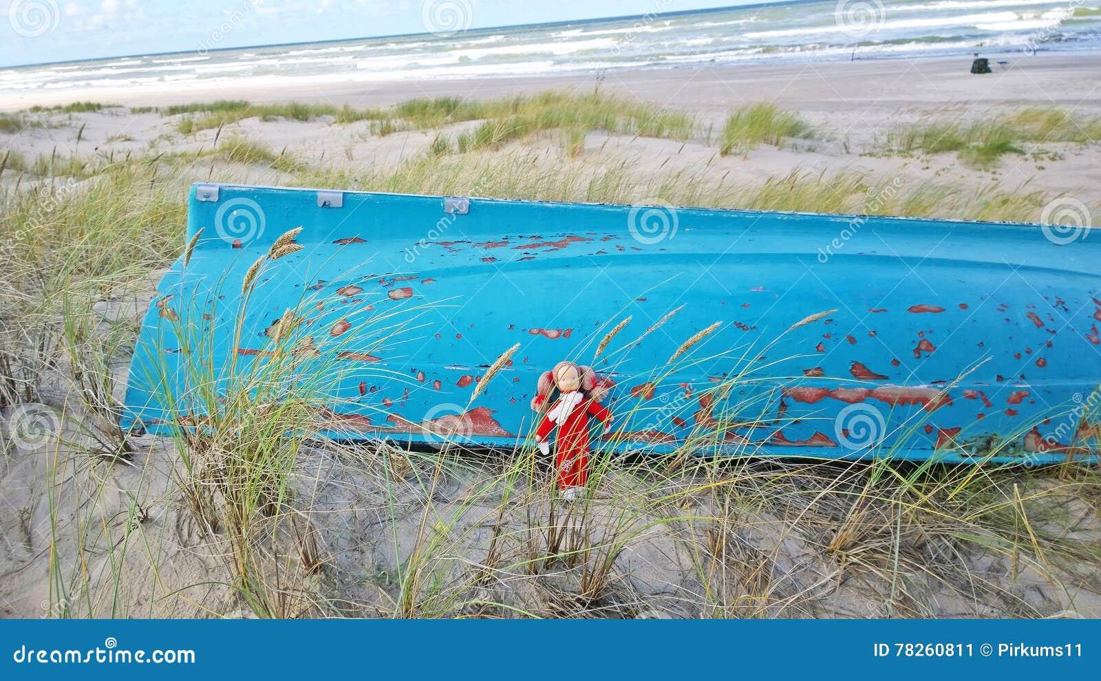 Μαριονέτες στην αμμώδη ακτή
