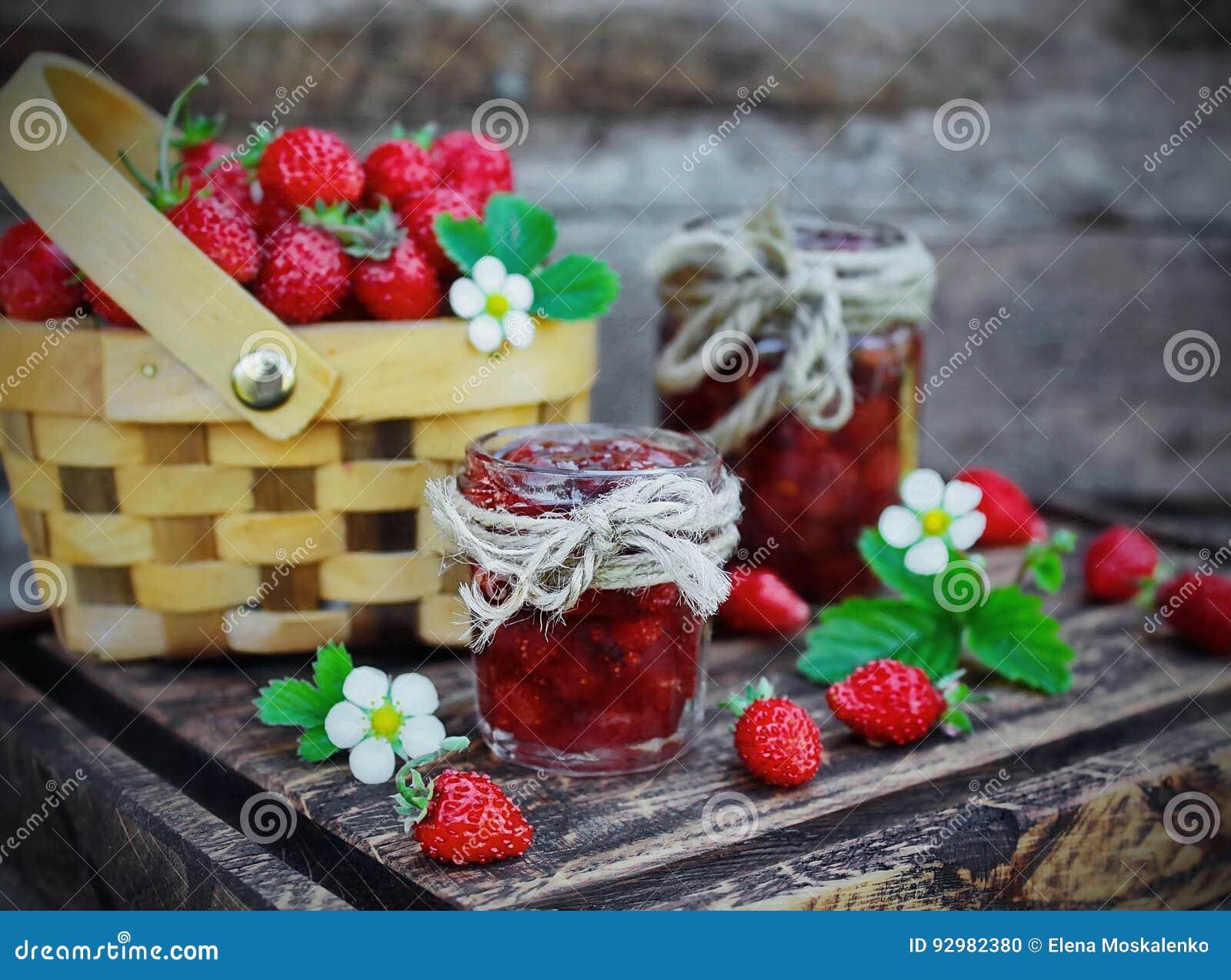 Μαρμελάδα από τις άγριες φράουλες
