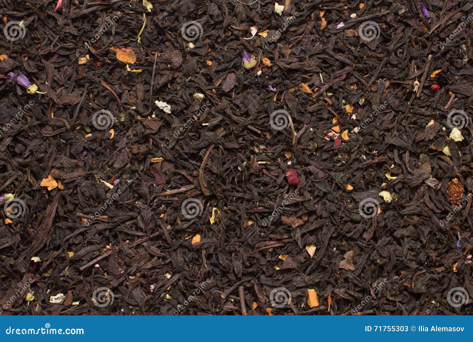Μαύρα φύλλα τσαγιού βουνών με τη σύσταση λουλουδιών και φρούτων