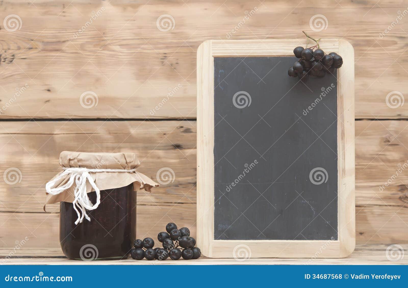 Μαύρη chokeberry μαρμελάδα
