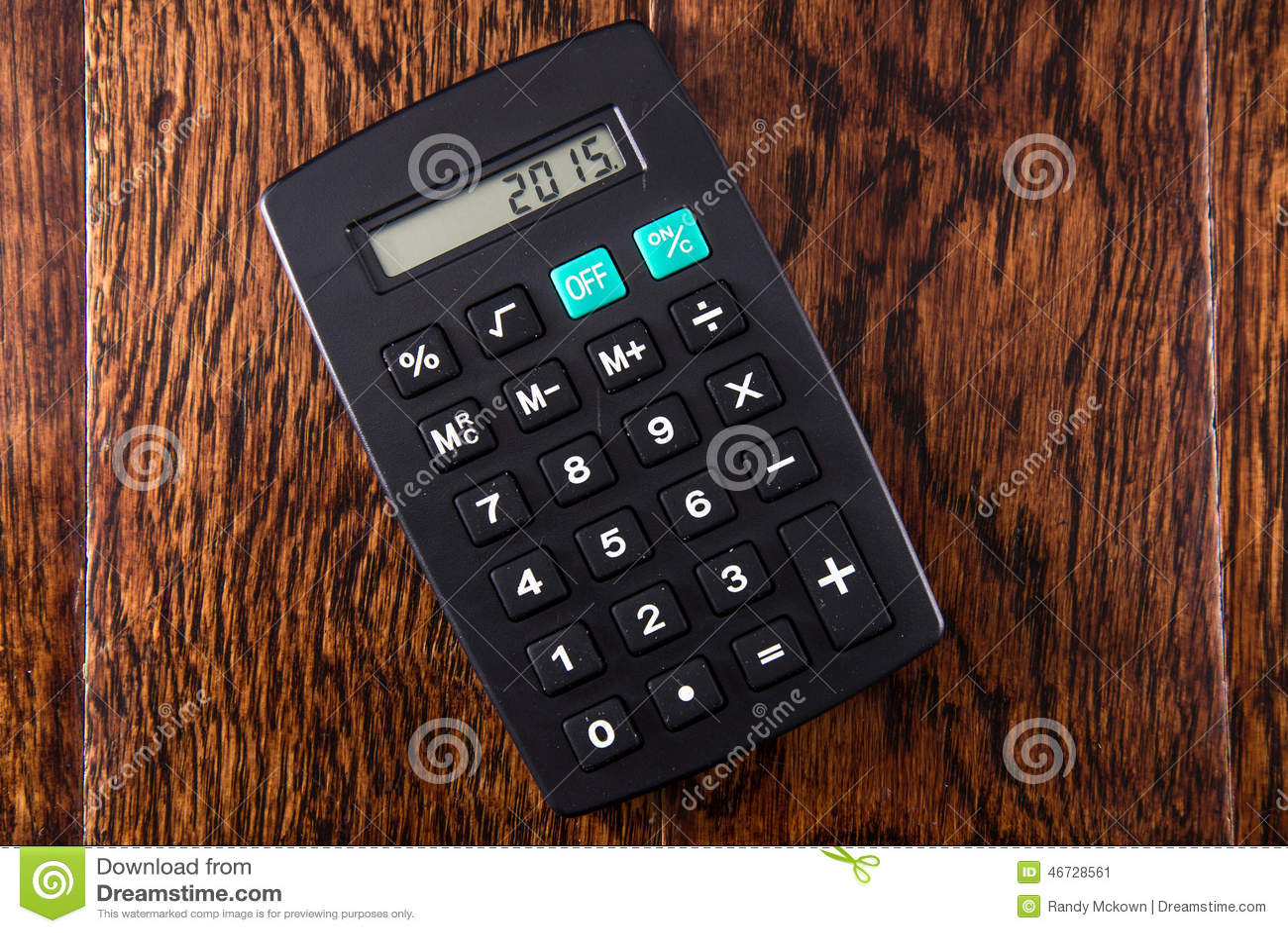 Μαύρος υπολογιστής στο ξύλινο γραφείο