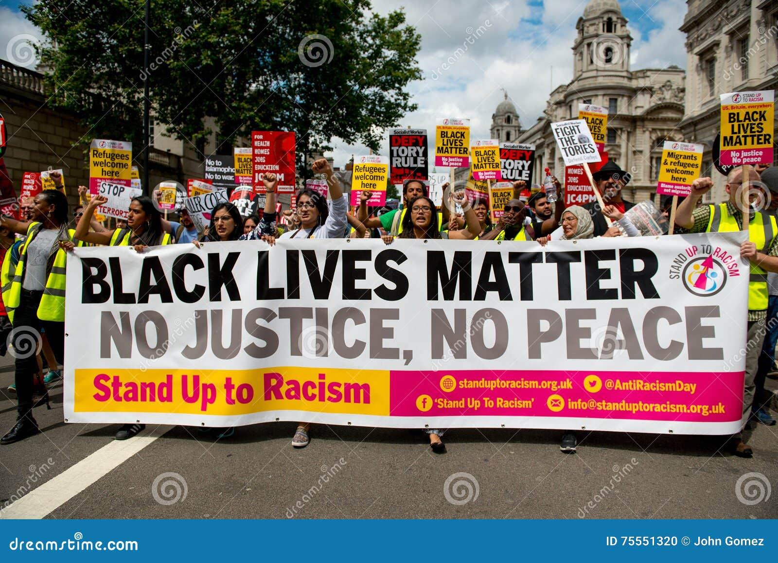 Μαύρο θέμα/στάση ζωών επάνω στη διαδήλωση διαμαρτυρίας ρατσισμού