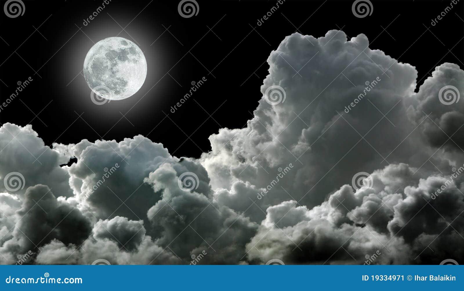 μαύρο φεγγάρι σύννεφων