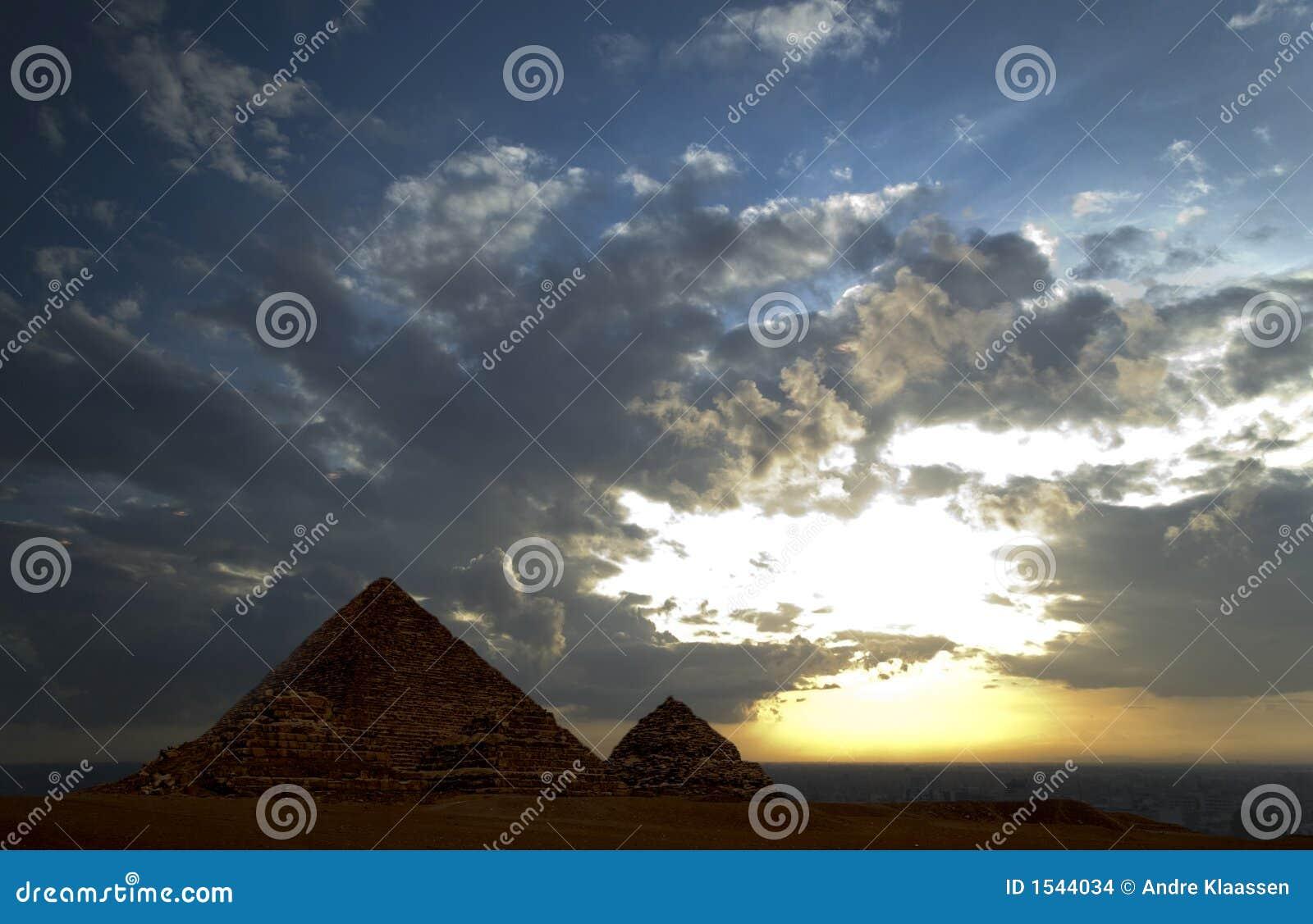 μεγάλες πυραμίδες