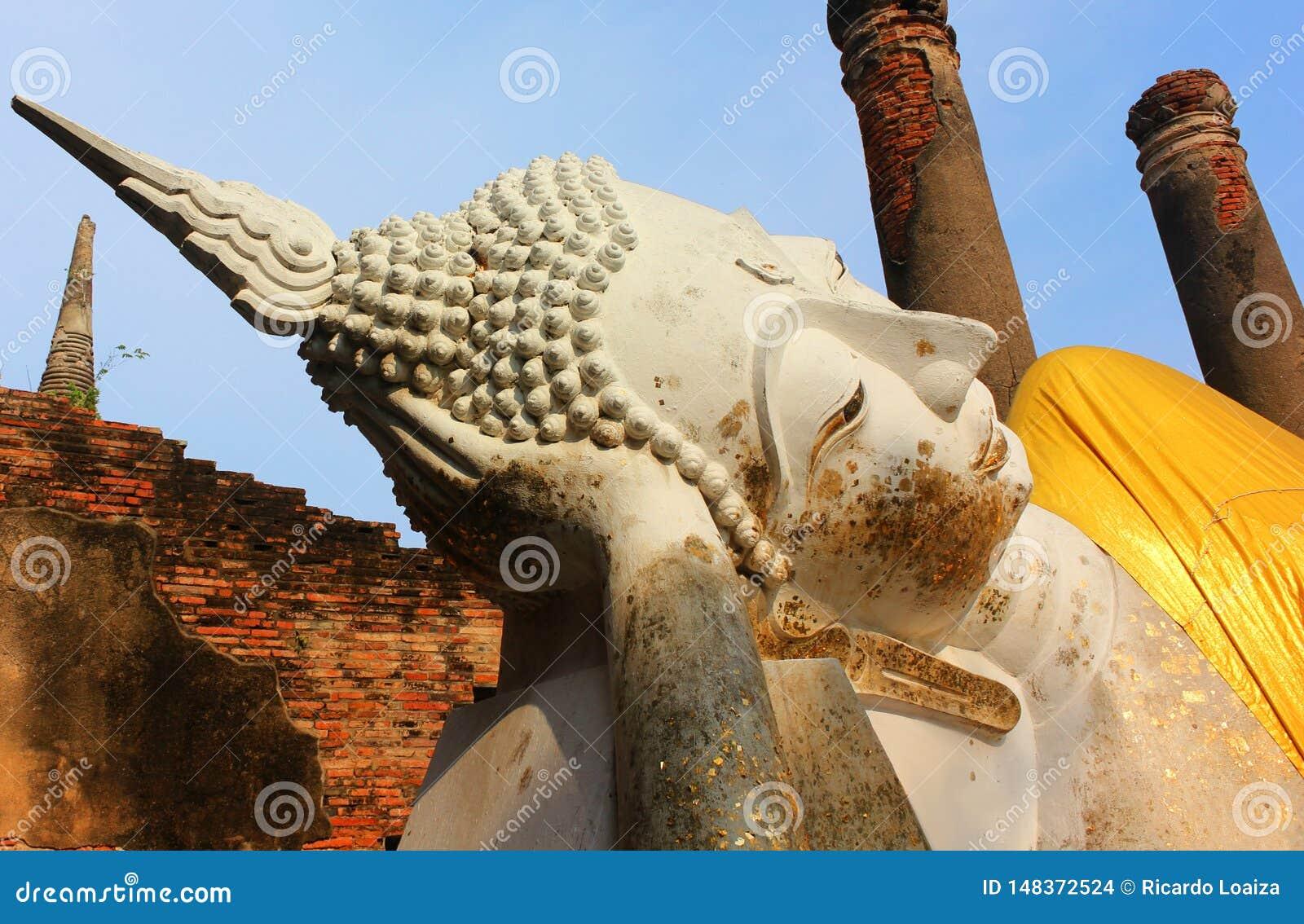 Μεγάλο άγαλμα του Βούδα στον αρχαίο ναό Wat Phra Sri Sanphet, η παλαιά Royal Palace Ayutthaya, Ταϊλάνδη