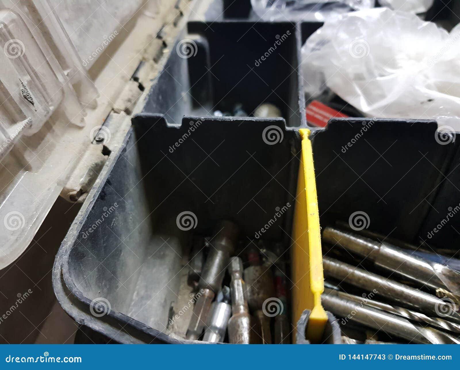 Μεγάλο κιβώτιο για τα επαγγελματικά εργαλεία οικοδόμησης
