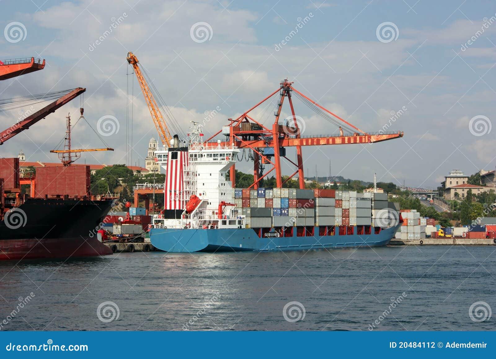μεγάλο σκάφος λιμένων απ&omicro