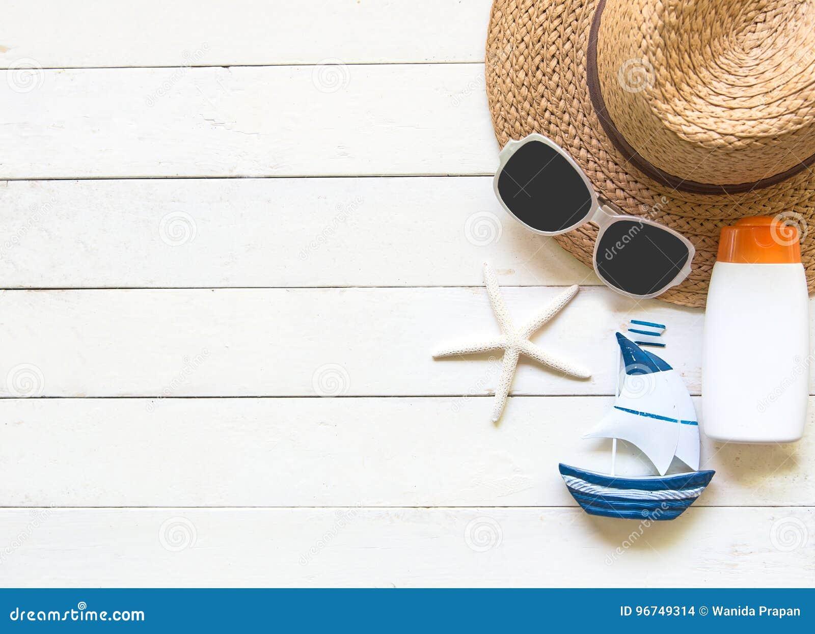 b221ee0c13 Download Μεγάλα καπέλο και εξαρτήματα γυναικών θερινής μόδας στην παραλία  θάλασσα τροπική Ασυνήθιστη τοπ άποψη