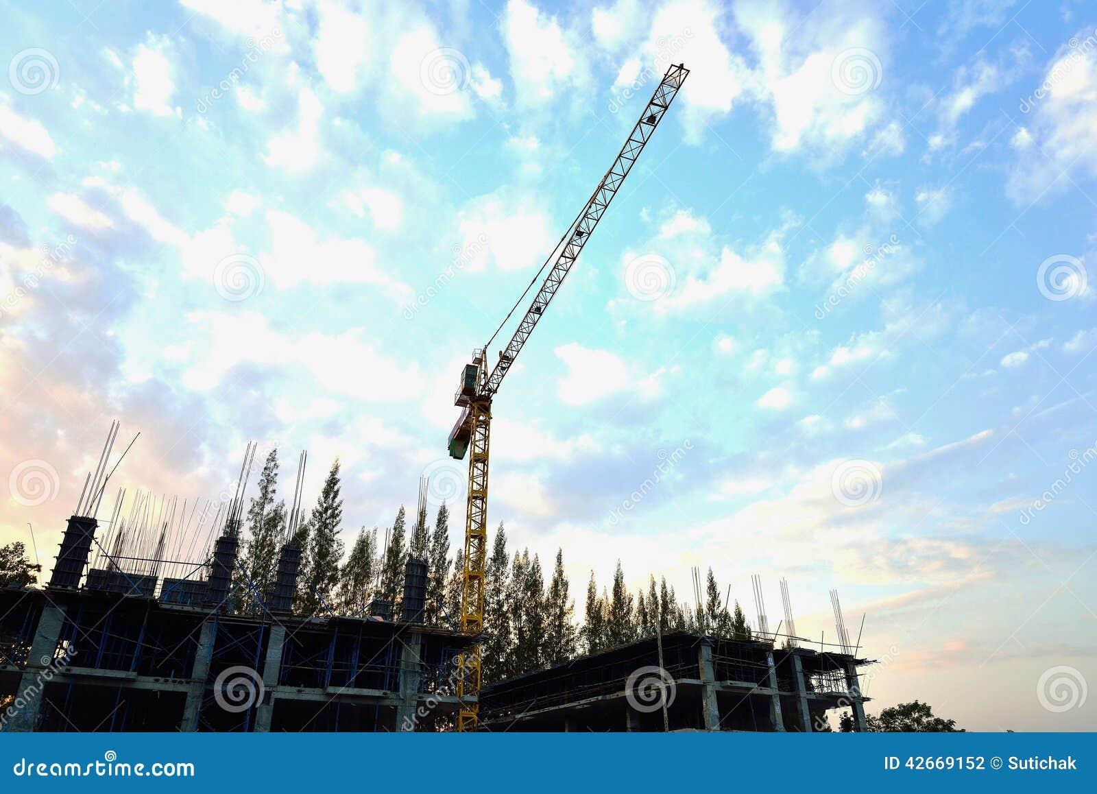 Μεγάλος γερανός στο εργοτάξιο οικοδομής