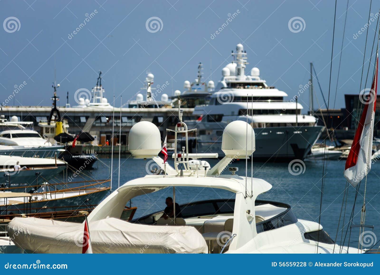 Download Μεγάλο γιοτ στο λιμάνι του Μονακό Στοκ Εικόνες - εικόνα από casino, ευρωπαϊκά: 56559228