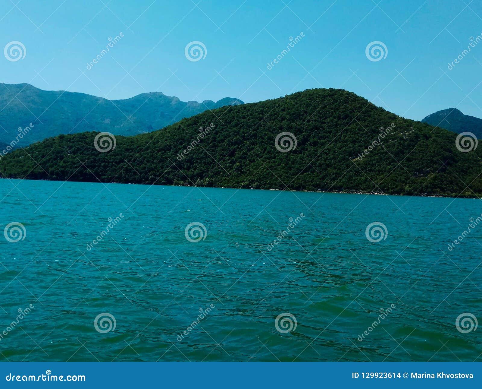Μεγαλοπρεπής λίμνη Skadar Μαυροβούνιο