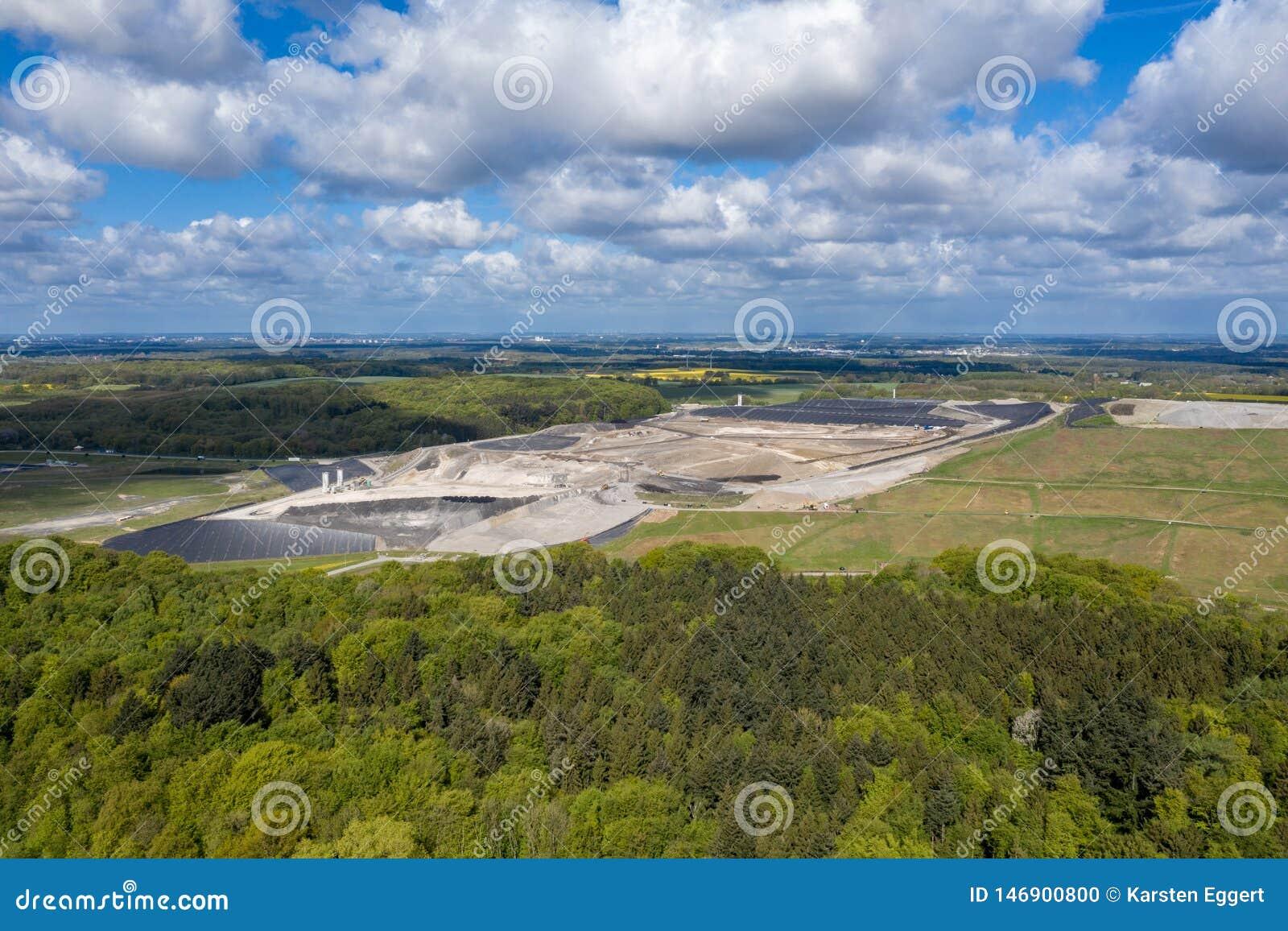 Μεγαλύτερα υλικά οδόστρωσης Ihlenberg τοξικών αποβλήτων της Ευρώπης στο βόρειο τμήμα της Γερμανίας
