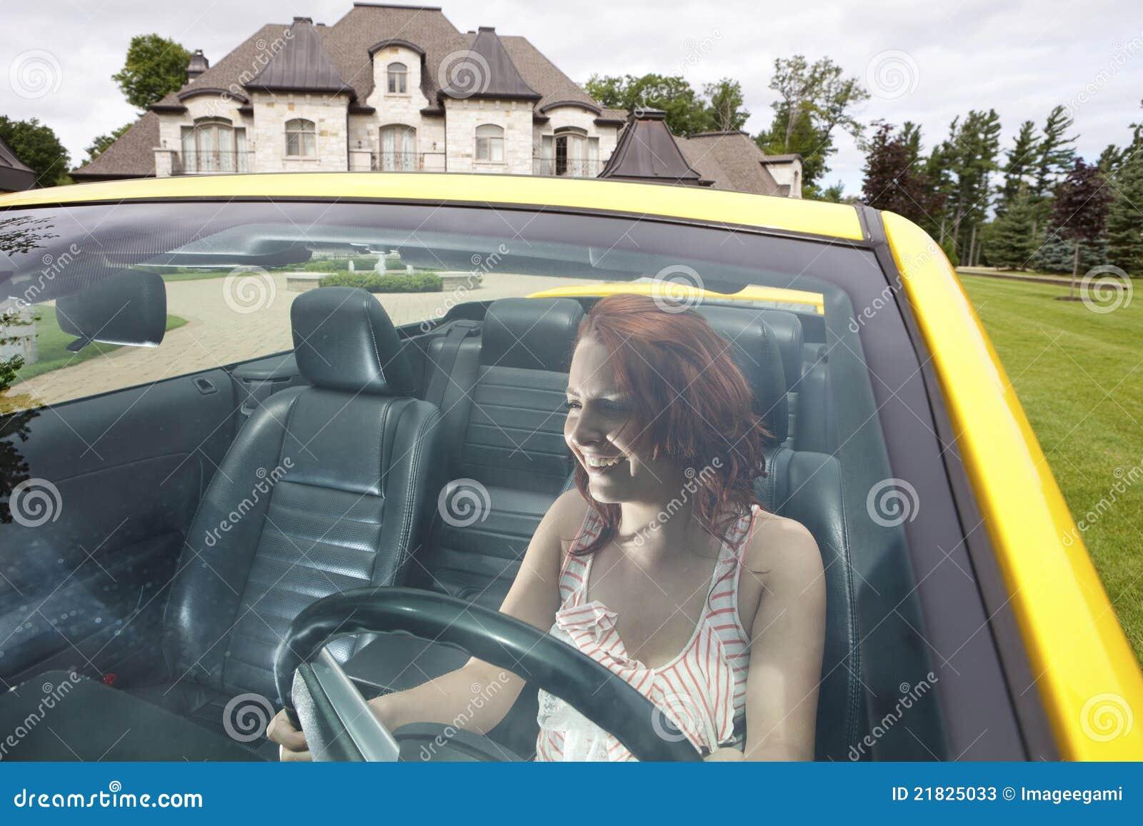 Μεθυσμένη νέα οδήγηση γυναικών