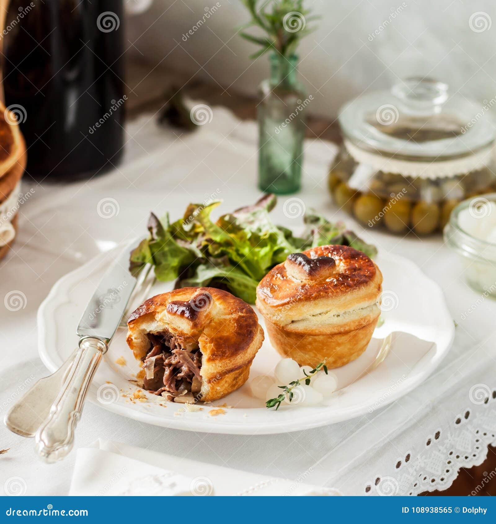 Μεμονωμένες πίτες κρέατος ζύμης ριπών