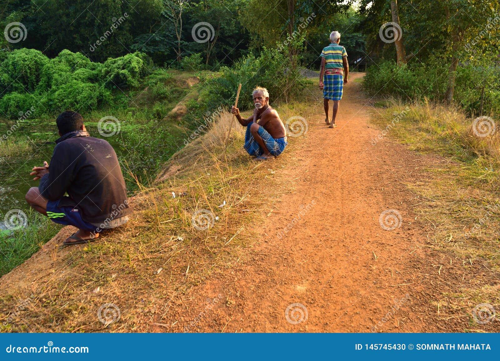 μερικοί παλαιοί και νέοι που ξοδεύουν κάποιο ελεύθερο χρόνο από κοινού