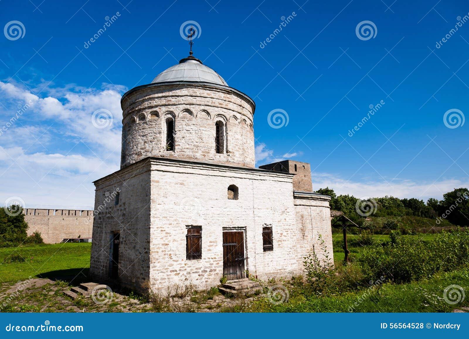 Download Μεσαιωνική εκκλησία ορθοδοξίας στο φρούριο Ivangorod Στοκ Εικόνες - εικόνα από past, παλαιός: 56564528