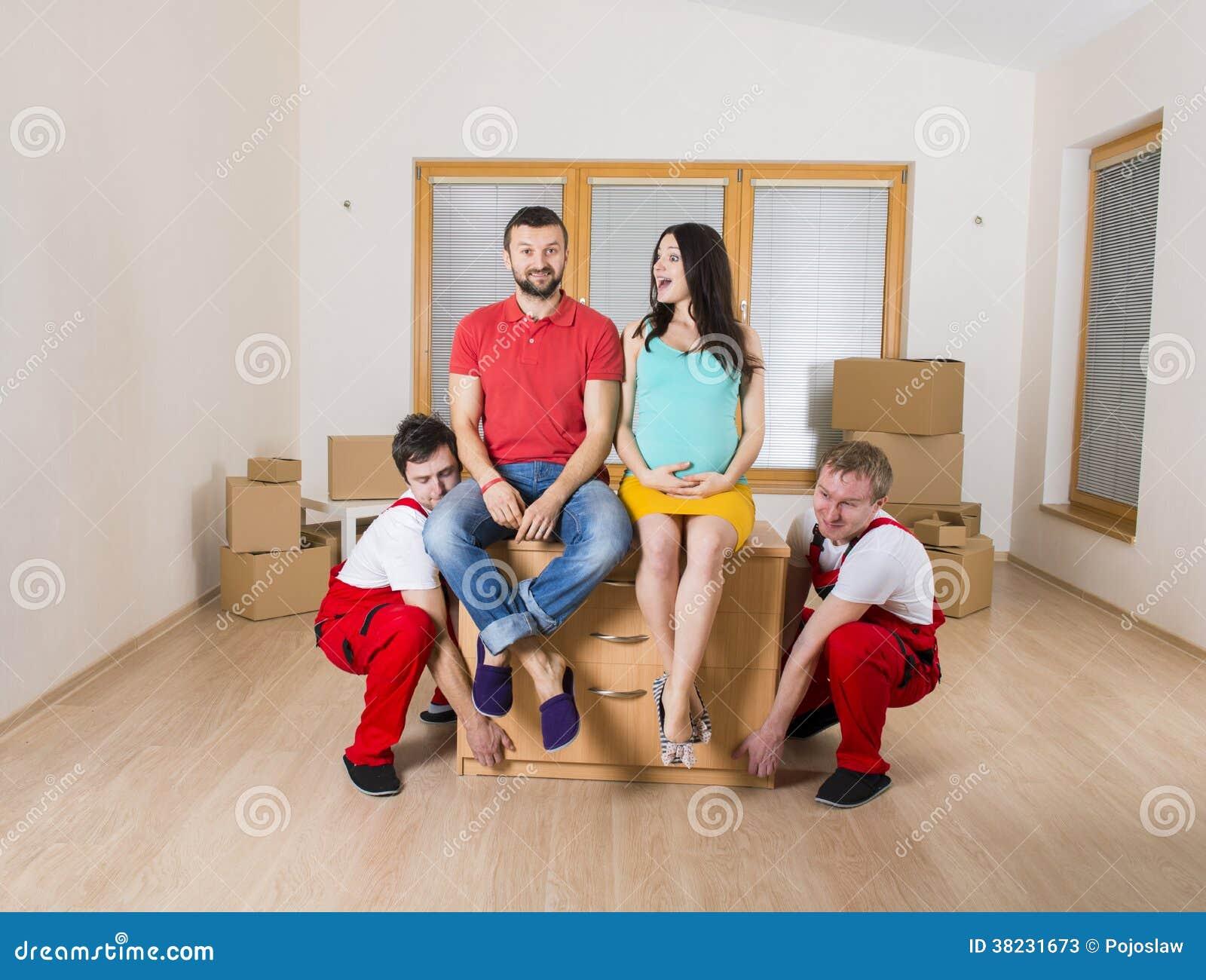 Μετακινούμενοι στο καινούργιο σπίτι