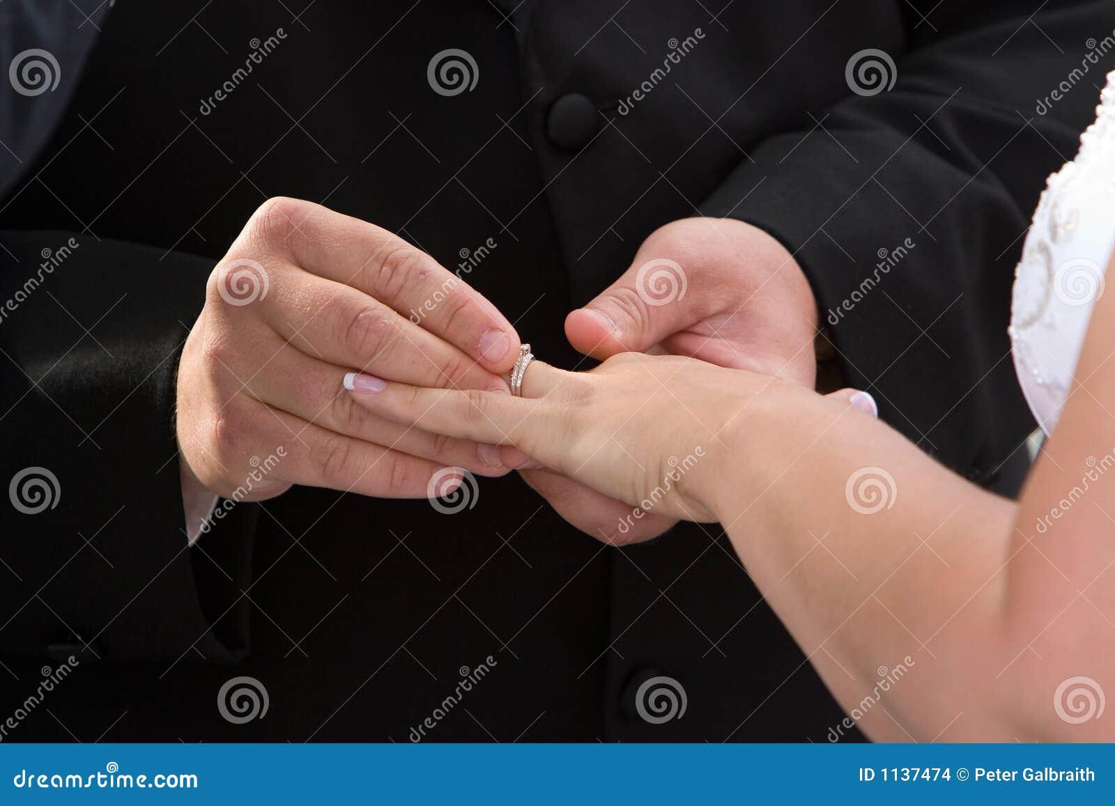 με παντρεψτε