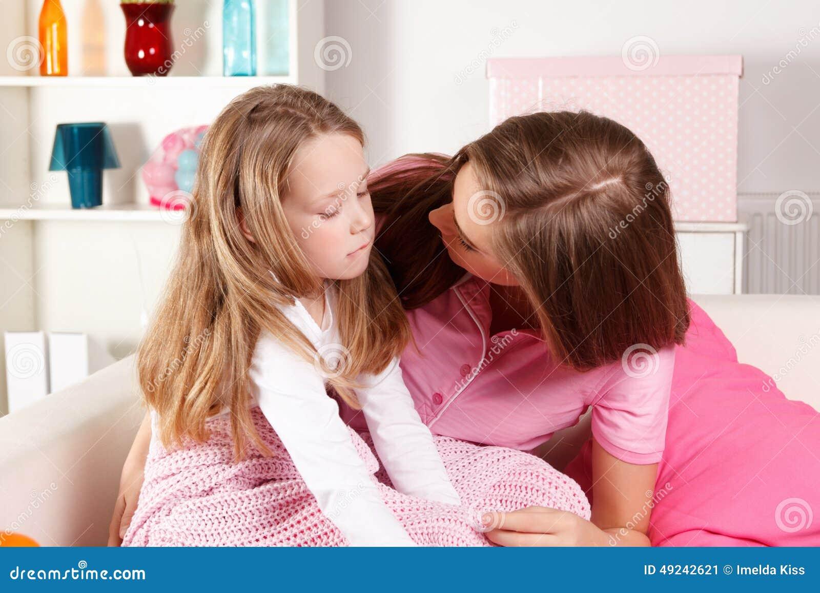 Μητέρα και άρρωστο παιδί στο σπίτι