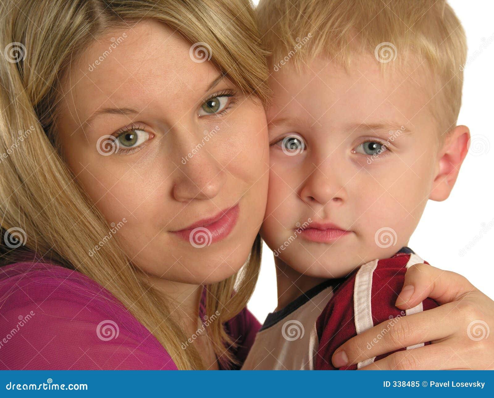 μητέρα κινηματογραφήσεων σε πρώτο πλάνο παιδιών
