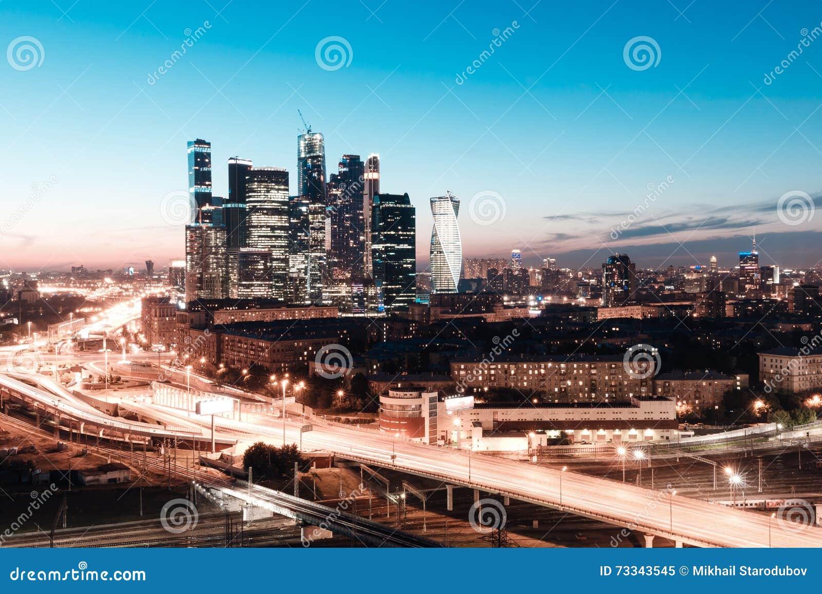 Μητρόπολη μεταφορών, κυκλοφορία και μουτζουρωμένα φω τα