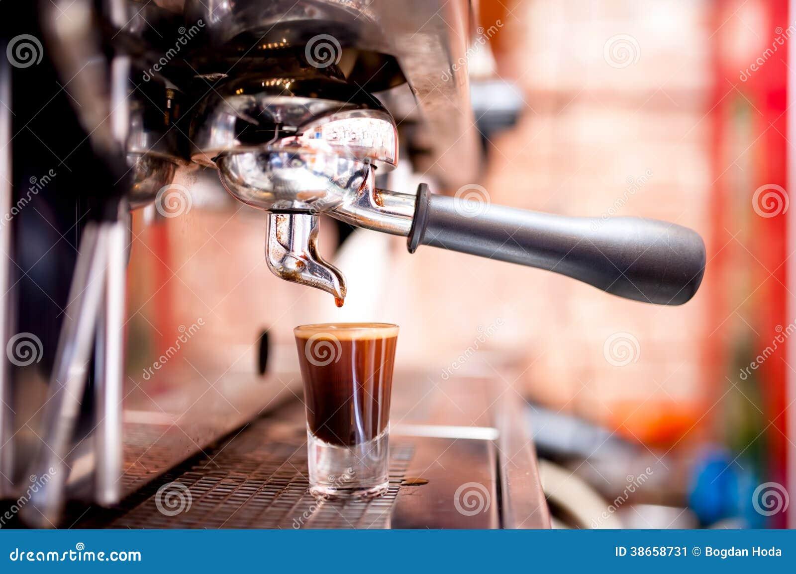 Μηχανή Espresso που κατασκευάζει τον ειδικό ισχυρό καφέ