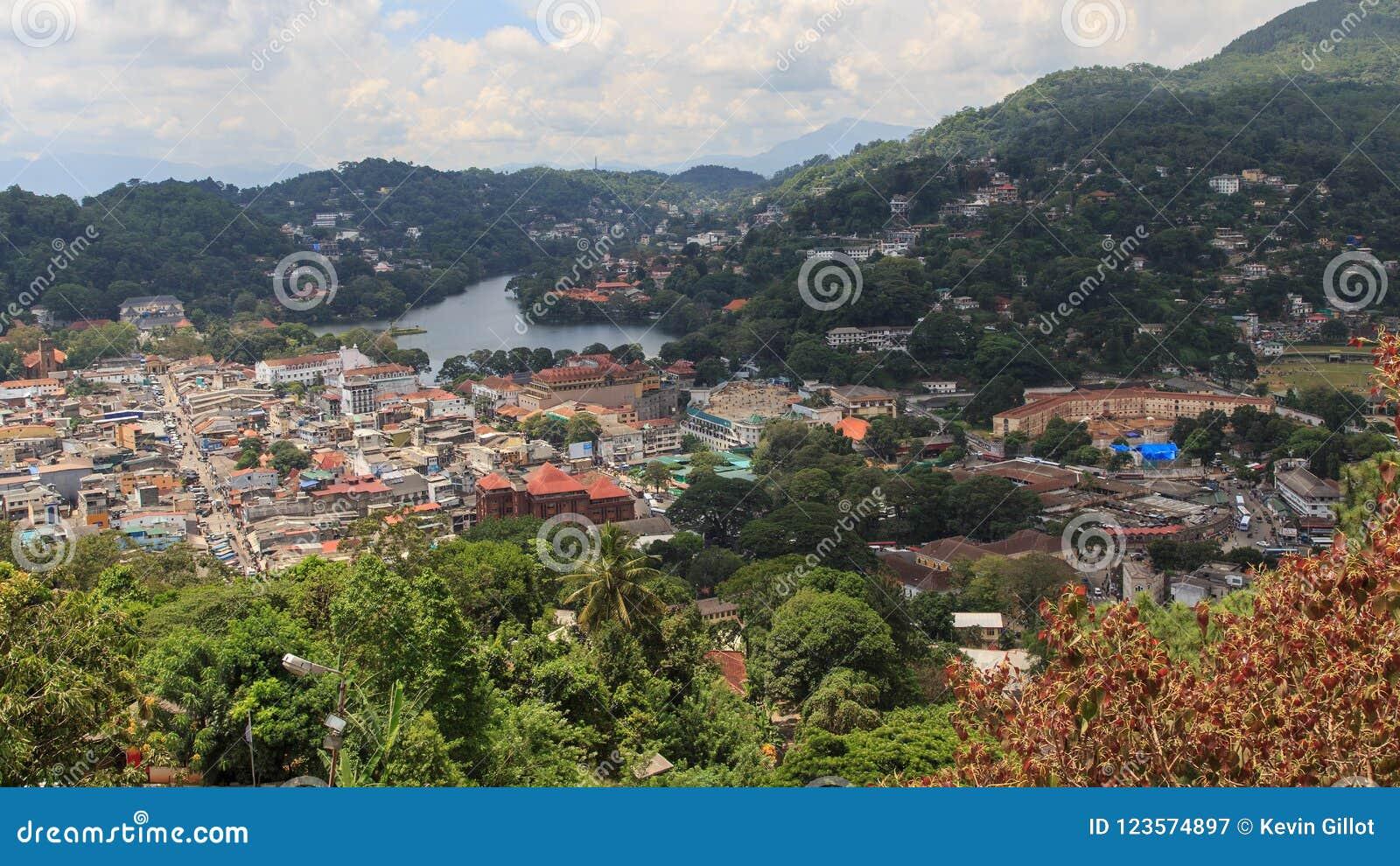 Μια άποψη άνωθεν της πόλης Kandy Σρι Λάνκα