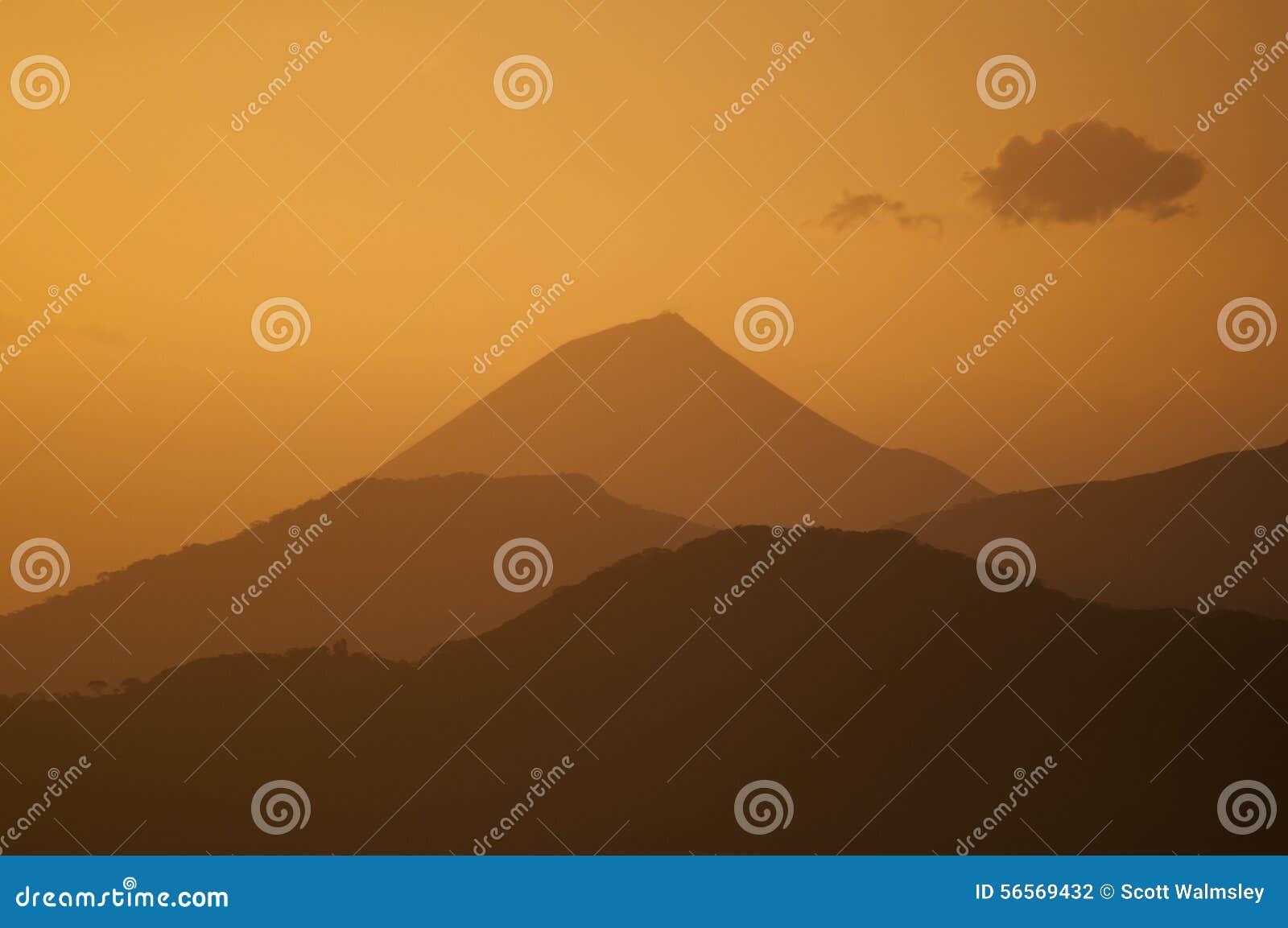 Download Μια άποψη Firey από Volcan Telica, Νικαράγουα Στοκ Εικόνες - εικόνα από απομακρυσμένος, άνοδος: 56569432