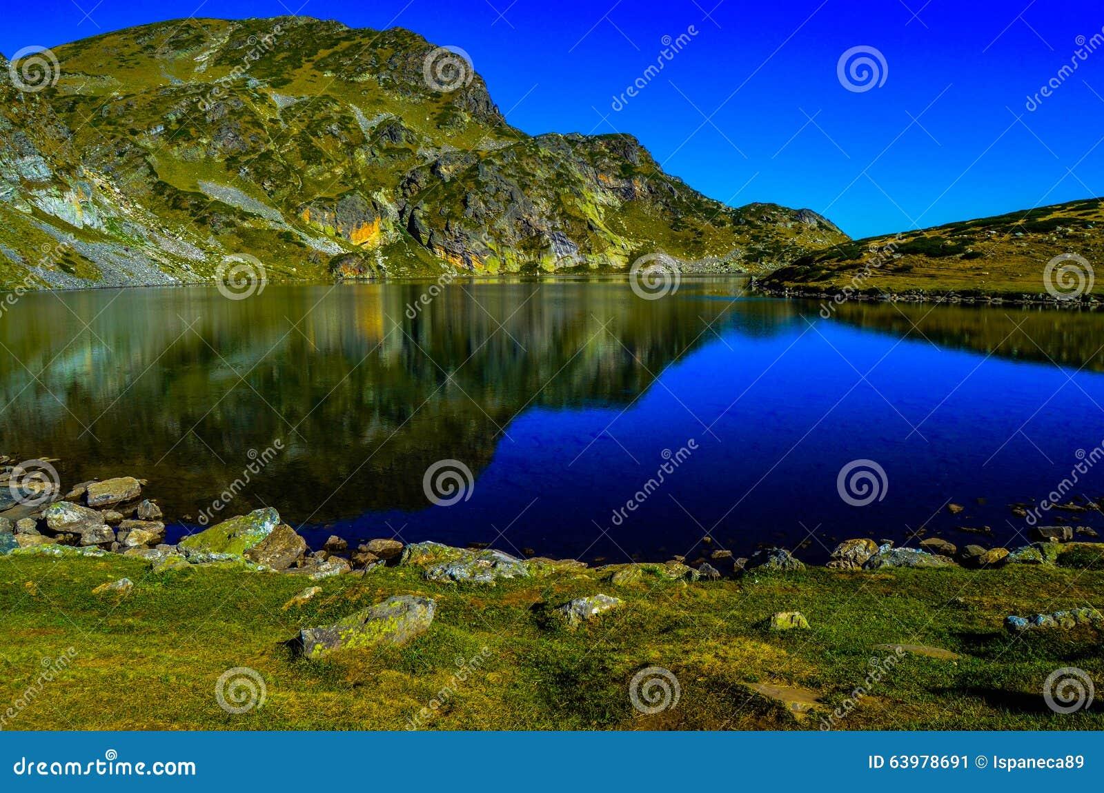 Μια από τις επτά λίμνες Rila