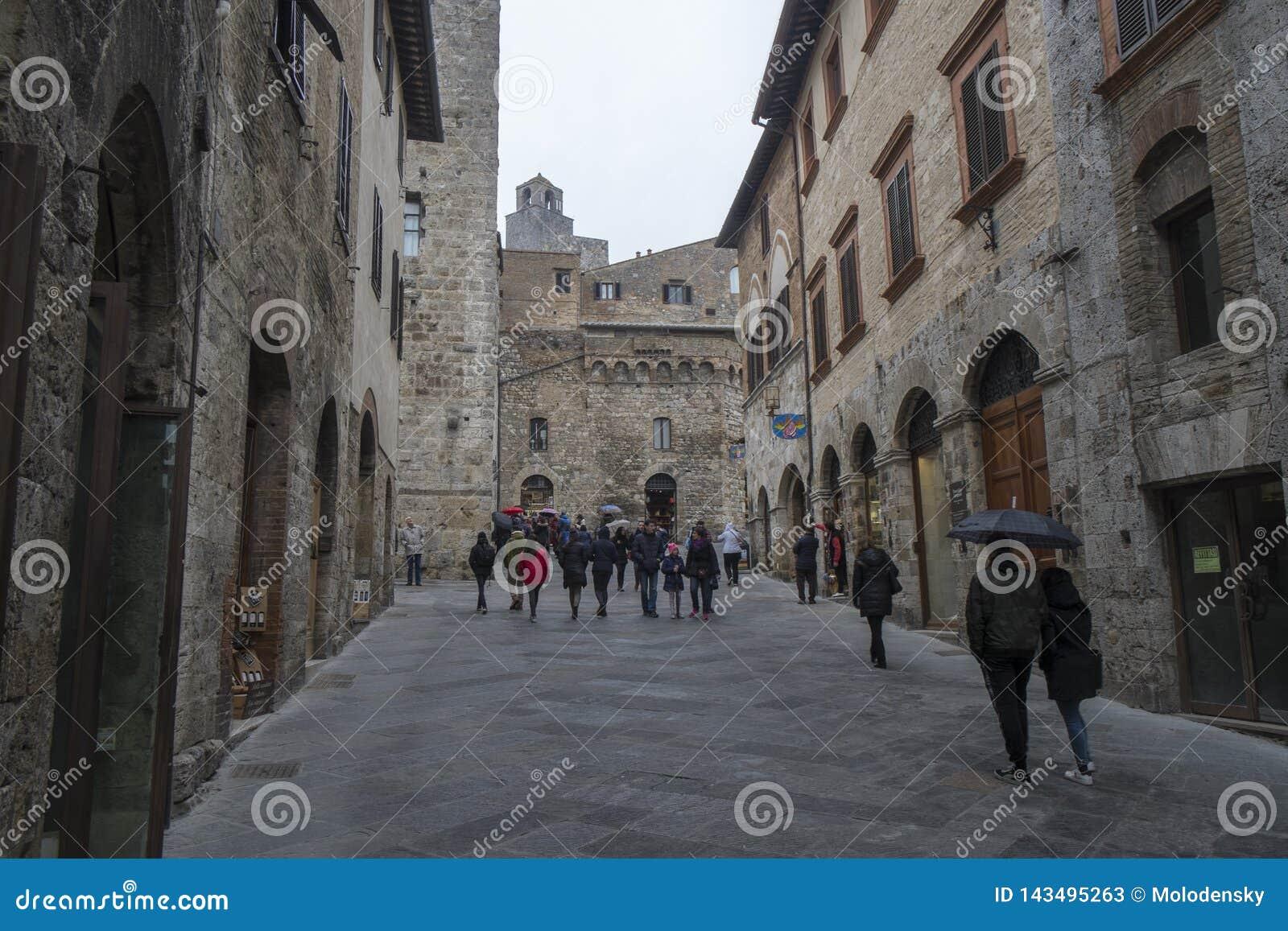 Μια οδός στο κέντρο πόλεων SAN Gimignano, Ιταλία