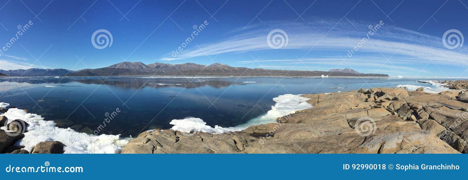 Μια πανοραμική άποψη από Qikiqtarjuaq, μια κοινότητα Inuit στην υψηλή καναδική Αρκτική που βρίσκεται στο νησί Broughton
