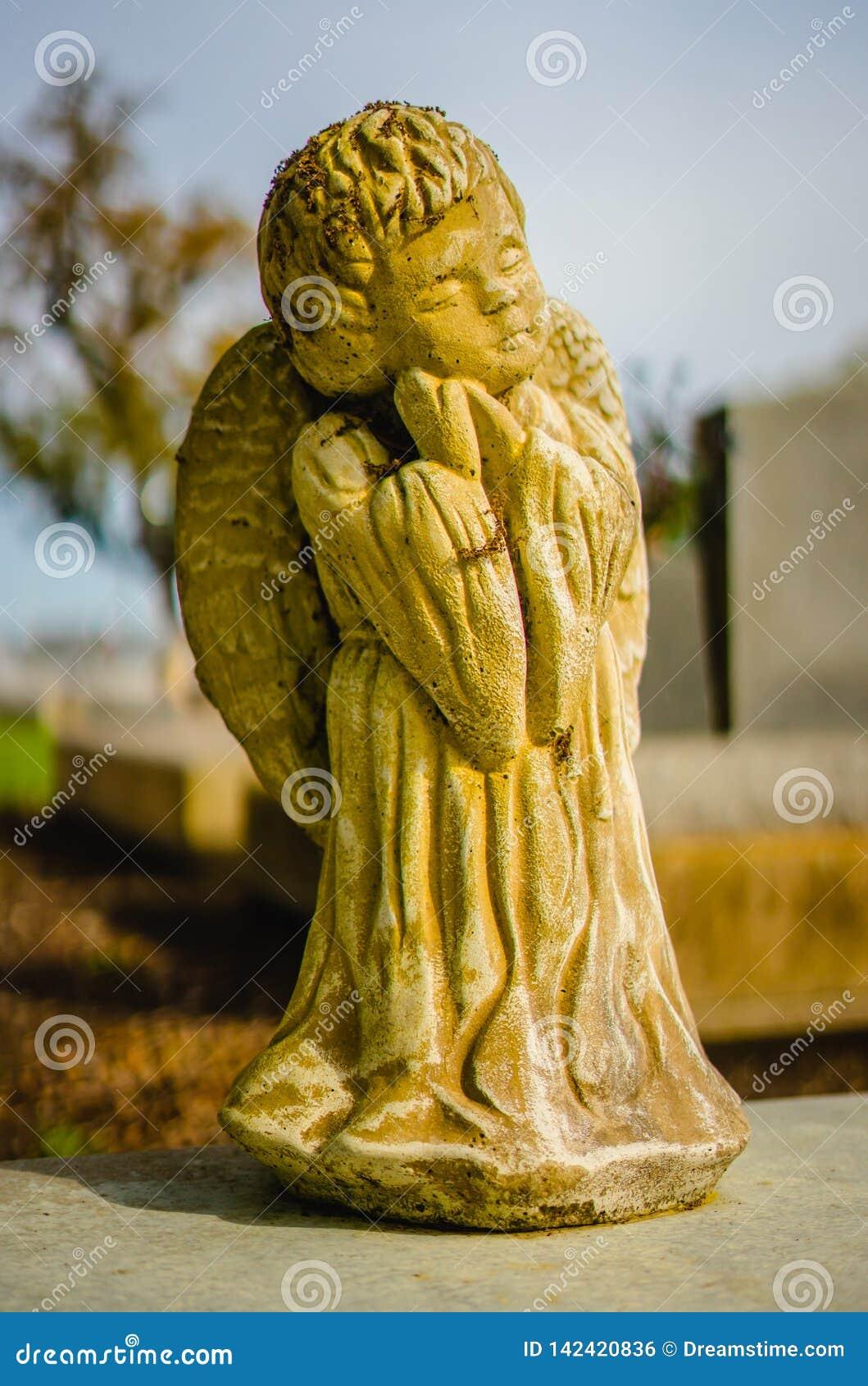 Μια σοβαρή διακόσμηση ή ένα σοβαρό άγαλμα