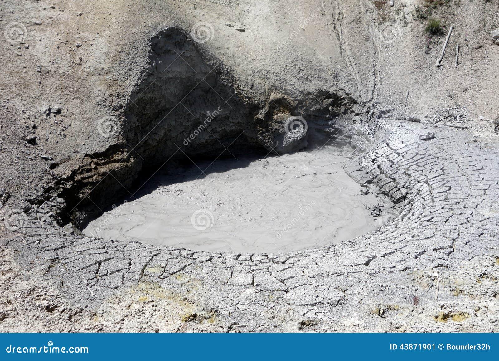 Μια σπηλιά που ρεύεται το δυσώδη ατμό