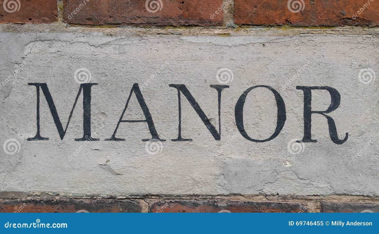 Μια φωτογραφία λέξης σπιτιών φέουδων σε έναν τούβλινο τοίχο