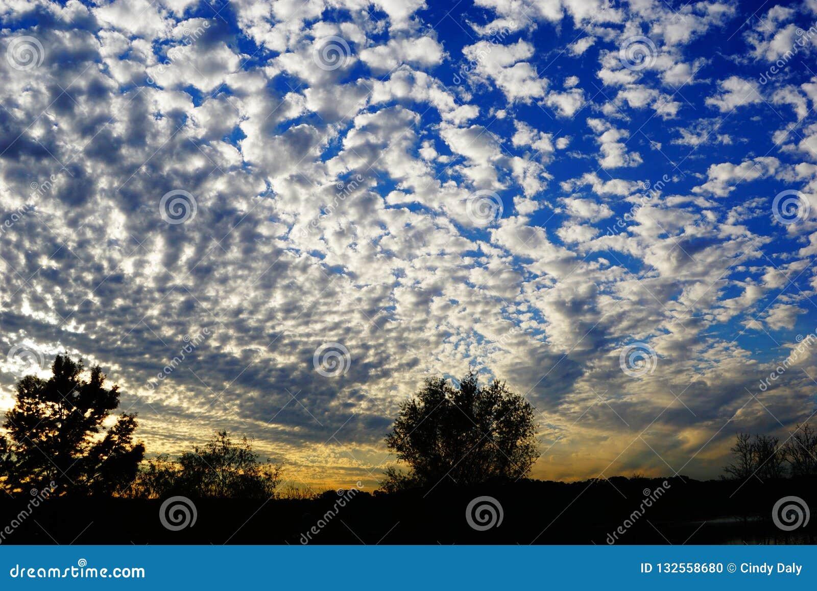 Μια φωτογραφία του ουρανού του Τέξας βραδιού