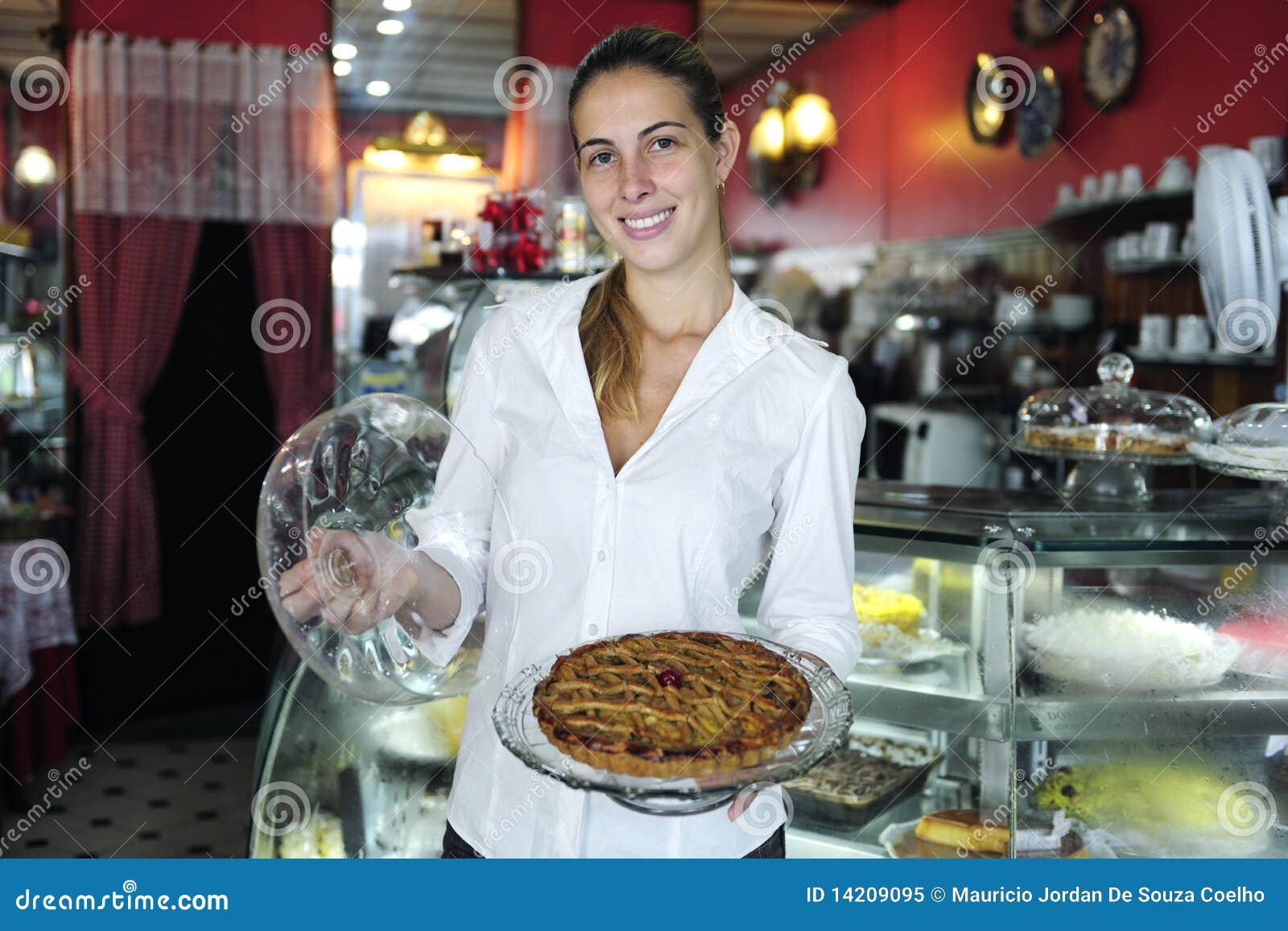 Μικρή επιχείρηση: υπερήφανος θηλυκός ιδιοκτήτης ενός καφέ