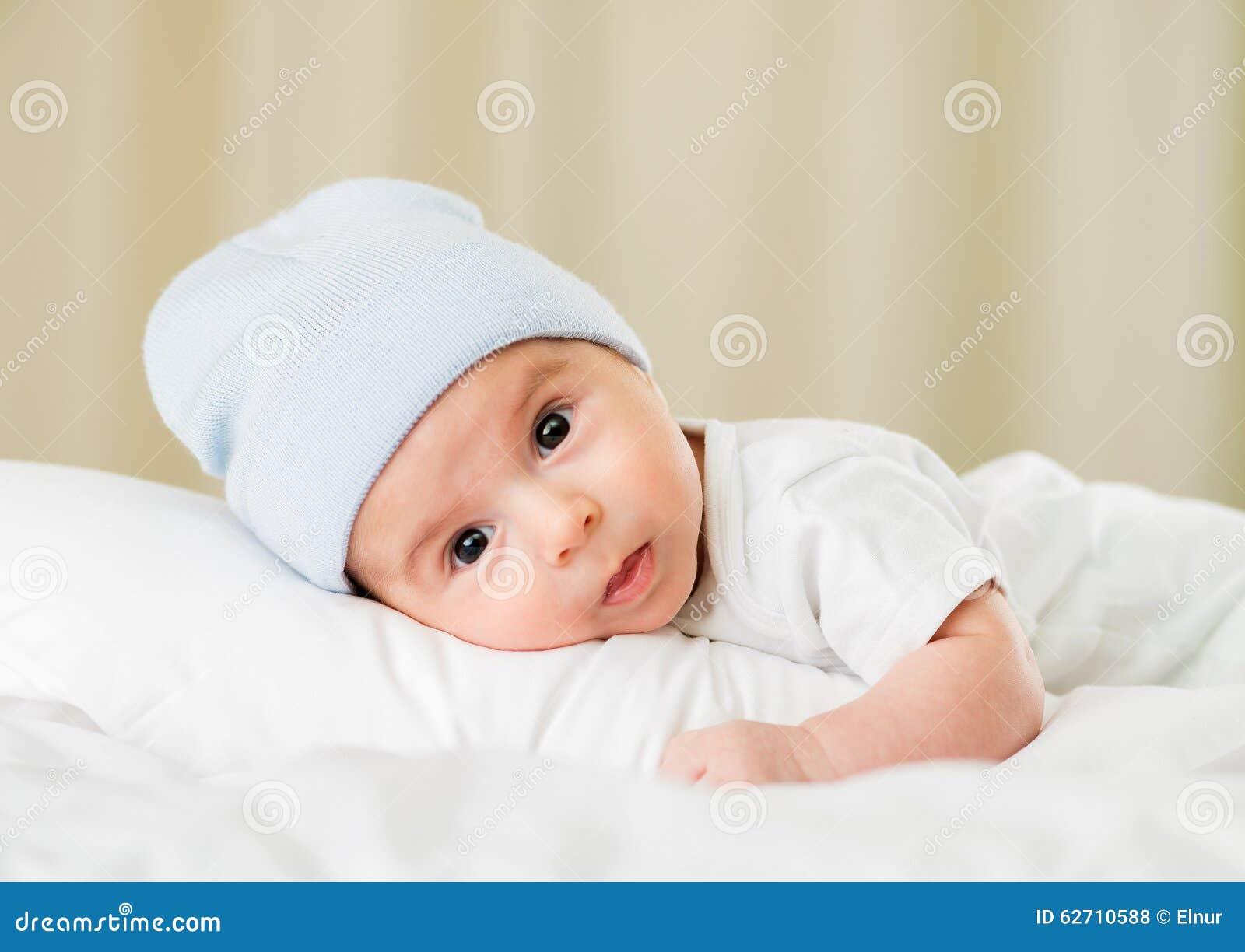 Μικρό μωρό στην έννοια παιδικής ηλικίας