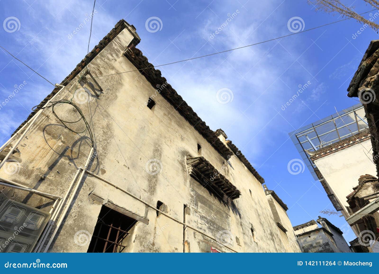 Μικρό παράθυρο της κινεζικής παραδοσιακής ειδικής άσπρης οικοδόμησης του ύφους anhui, πλίθα rgb