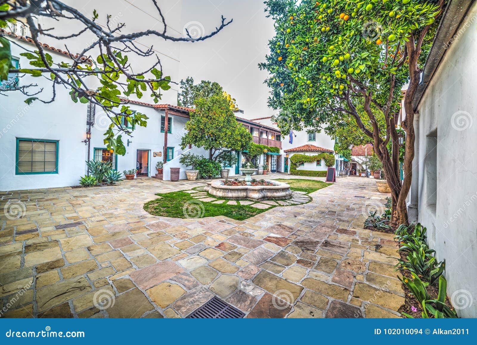 Μικρό τετράγωνο στην παλαιά πόλη Santa Barbara