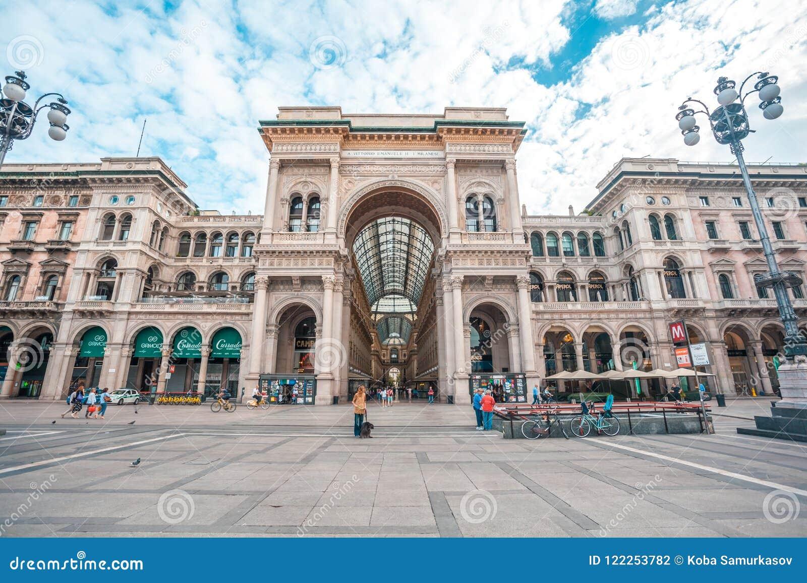 Μιλάνο, Ιταλία - 25 06 2018: Είσοδος σε Galleria Vittorio Emanuel