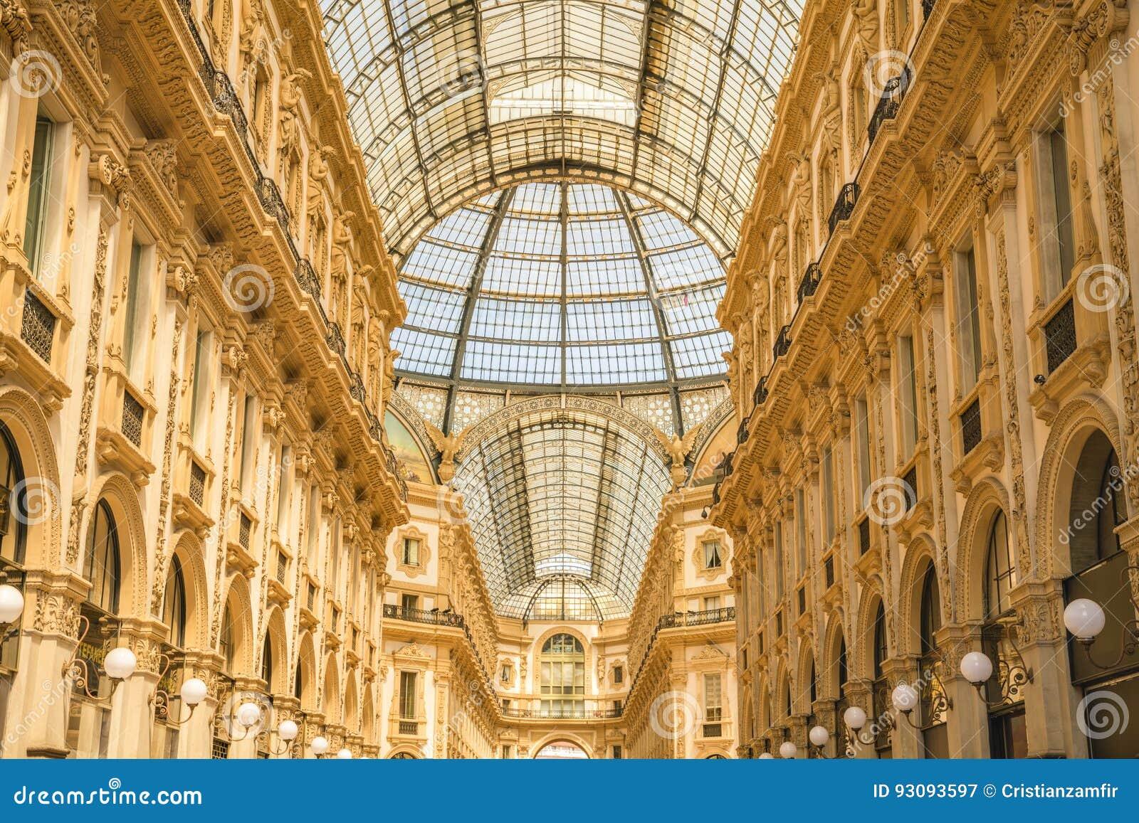 ΜΙΛΑΝΟ, ΙΤΑΛΙΑ - 13-05-2017: Galleria Vittorio Emanuele ΙΙ σε Mila