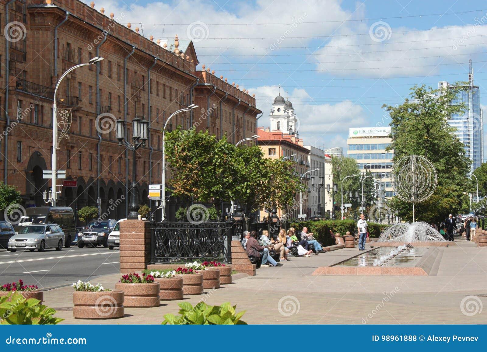 ΜΙΝΣΚ, ΛΕΥΚΟΡΩΣΙΑ - 1 ΑΥΓΟΎΣΤΟΥ 2013: Οδός Λένιν στο Μινσκ