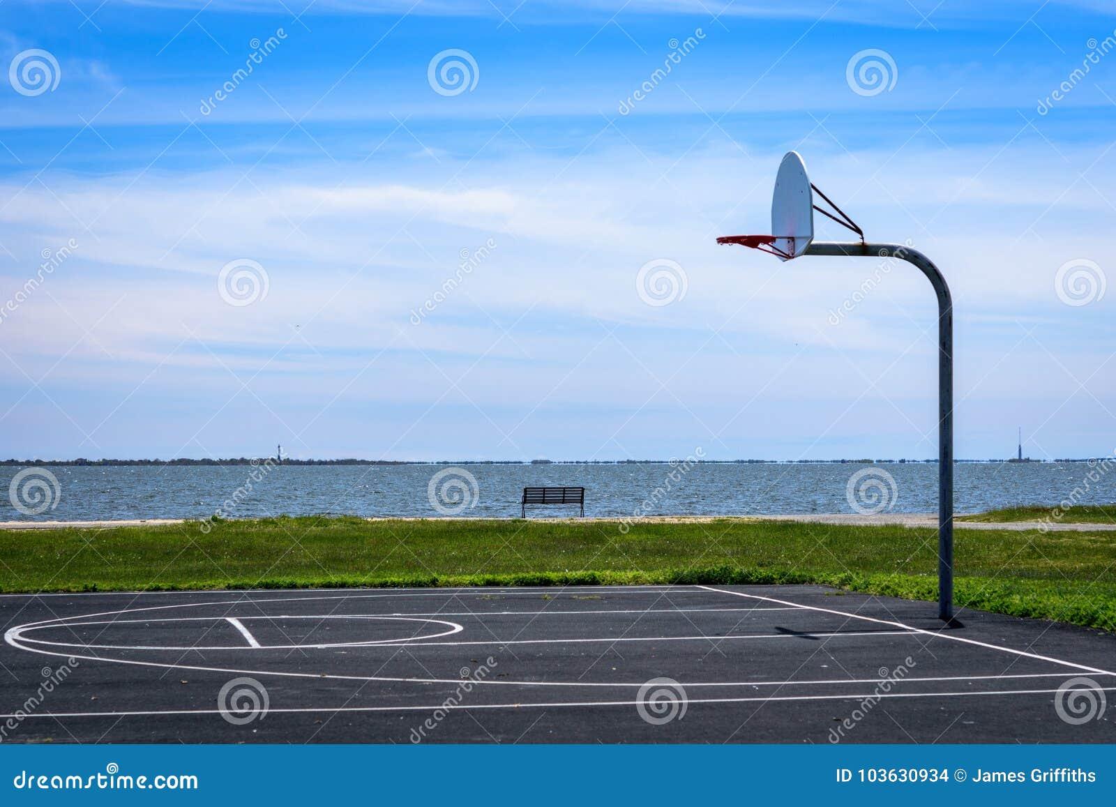 Μισό δικαστήριο καλαθοσφαίρισης