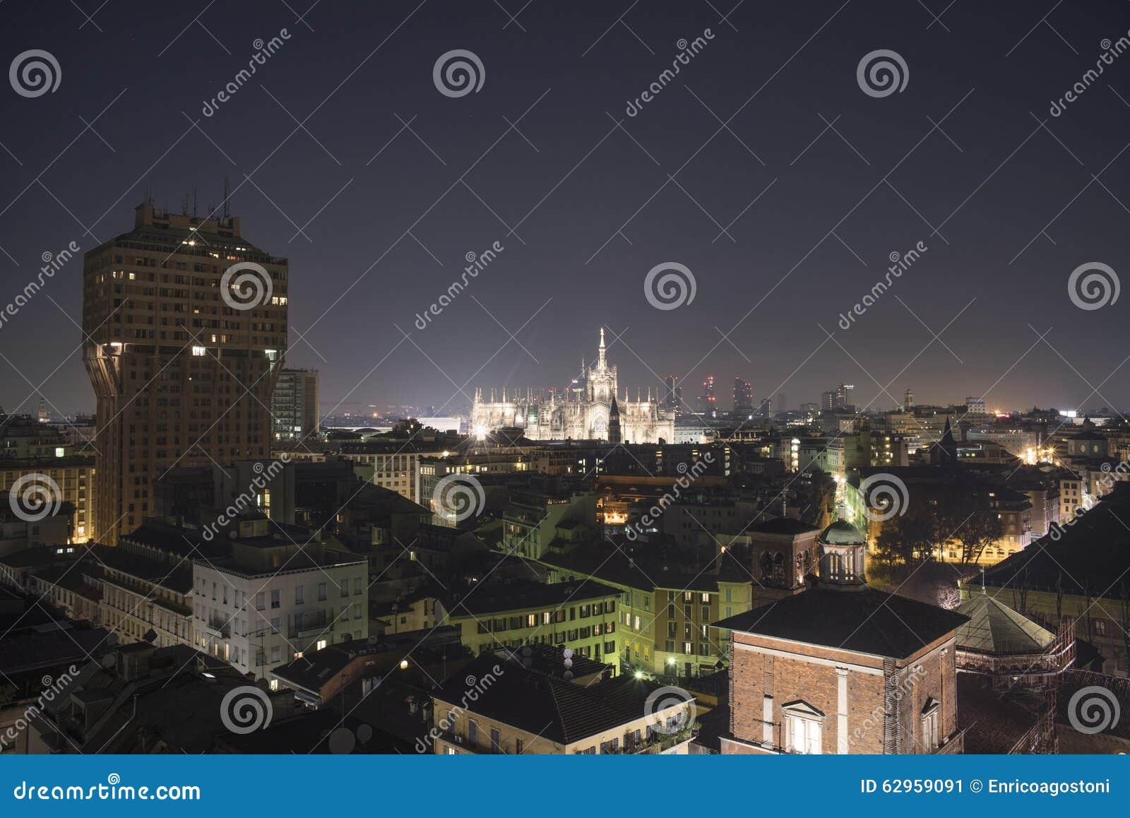 Μιλάνο, πανοραμικός ορίζοντας του 2015 τή νύχτα
