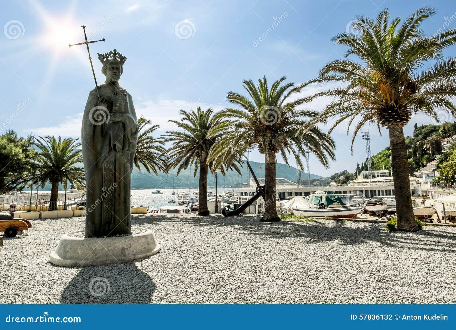 Μνημείο στο βασιλιά Tvrtko Ι στο θαλάσσιο λιμένα στην πόλη Herceg