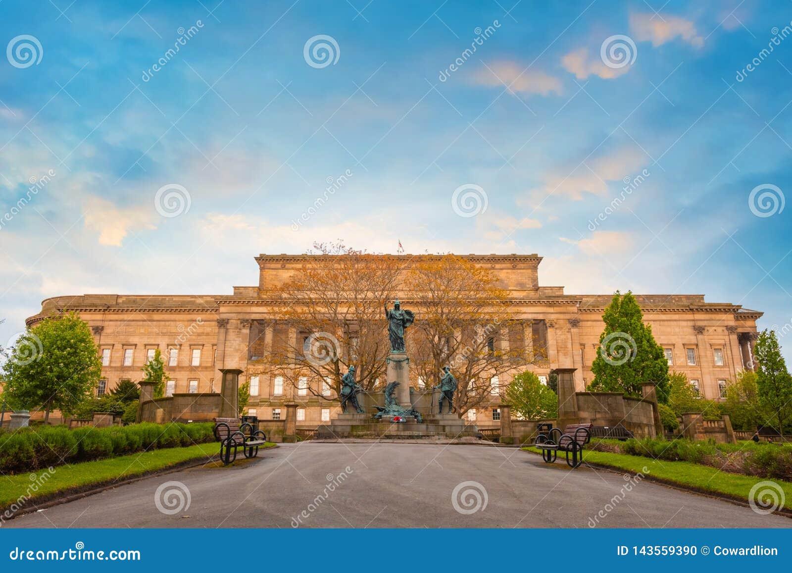 Μνημείο στο σύνταγμα του Λίβερπουλ του βασιλιά στο Λίβερπουλ, UK
