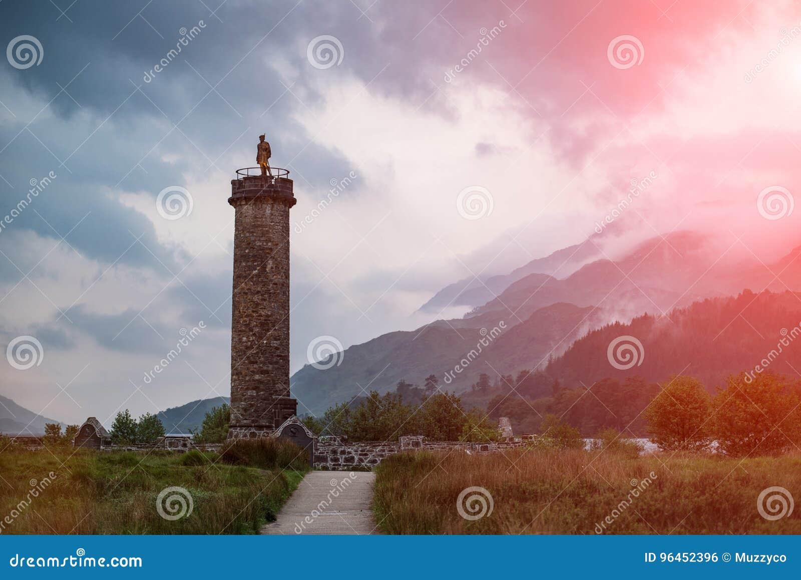Μνημείο Glenfinnan το βράδυ