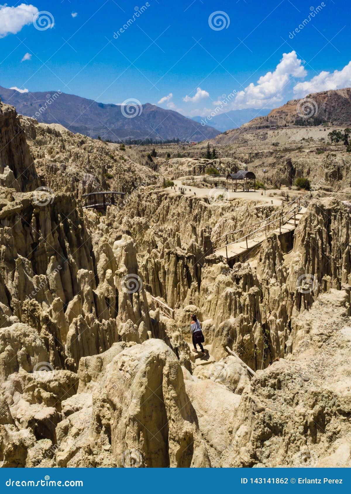 Μοναδικές γεωλογικές μορφές απότομων βράχων σχηματισμών, πάρκο κοιλάδων φεγγαριών, βουνά Λα Παζ, προορισμός ταξιδιού τουριστών τη