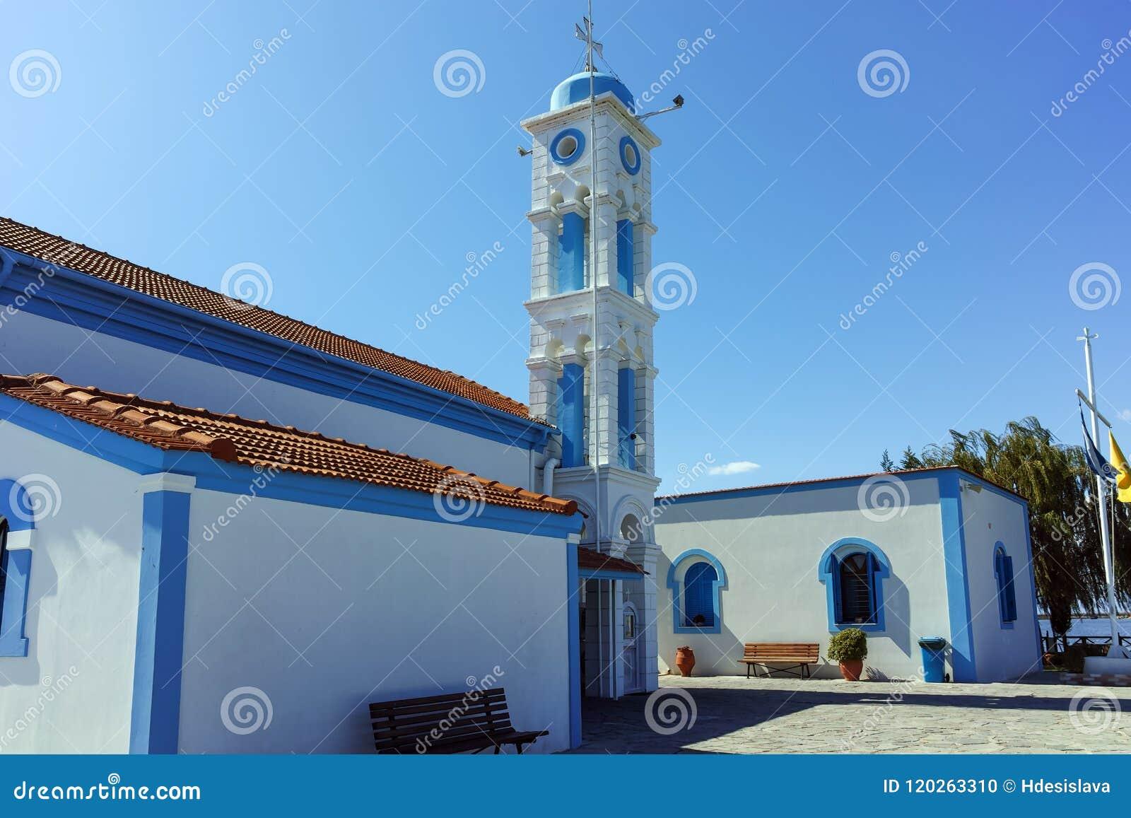 Μοναστήρι Άγιου Βασίλη που βρίσκεται σε δύο νησιά στο Πόρτο Λάγκος κοντά στην πόλη της Ξάνθης, Ελλάδα